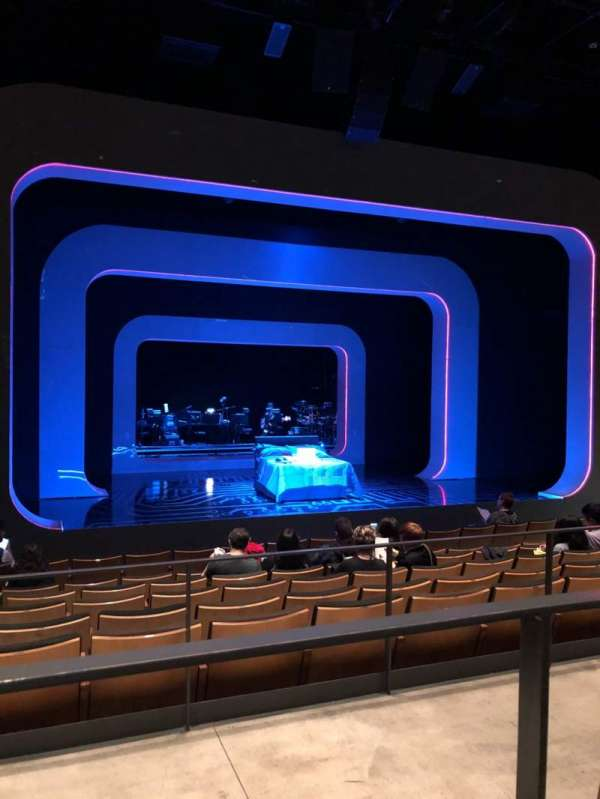 The Irene Diamond Stage at The Pershing Square Signature Center, secção: Orchestra, fila: H, lugar: 103