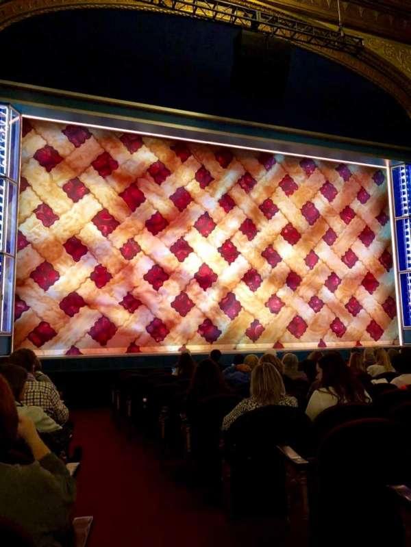 Brooks Atkinson Theatre, secção: Orchestra L, fila: K, lugar: 1
