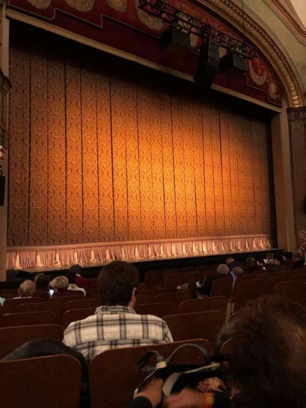 Booth Theatre, secção: Orchestra L, fila: J, lugar: 7
