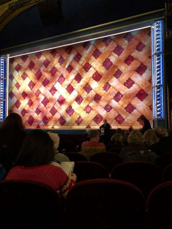 Brooks Atkinson Theatre, secção: Orchestra Right, fila: K, lugar: 8