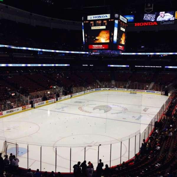 Honda Center, secção: 325, fila: B, lugar: 1,2