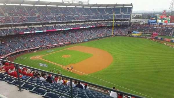 Angel Stadium, secção: V521, fila: A, lugar: 21