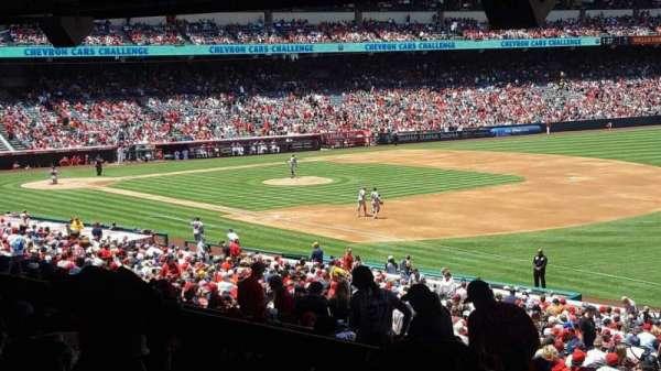 Angel Stadium, secção: T227, fila: SA, lugar: 10