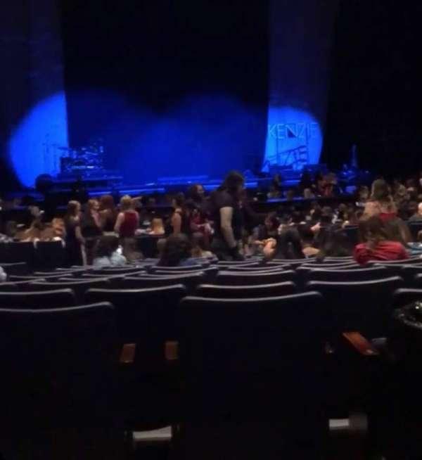 Rosemont Theatre, secção: 110, fila: AA, lugar: 11