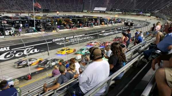 Bristol Motor Speedway, secção: (A-K) Allison K, fila: 13, lugar: 12