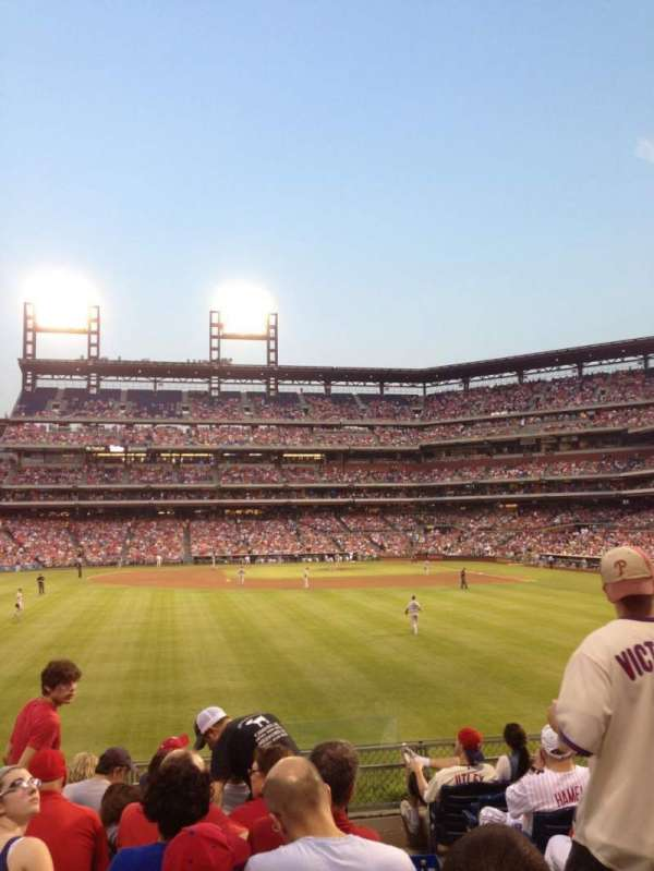 Citizens Bank Park, secção: 144, fila: 9, lugar: 2