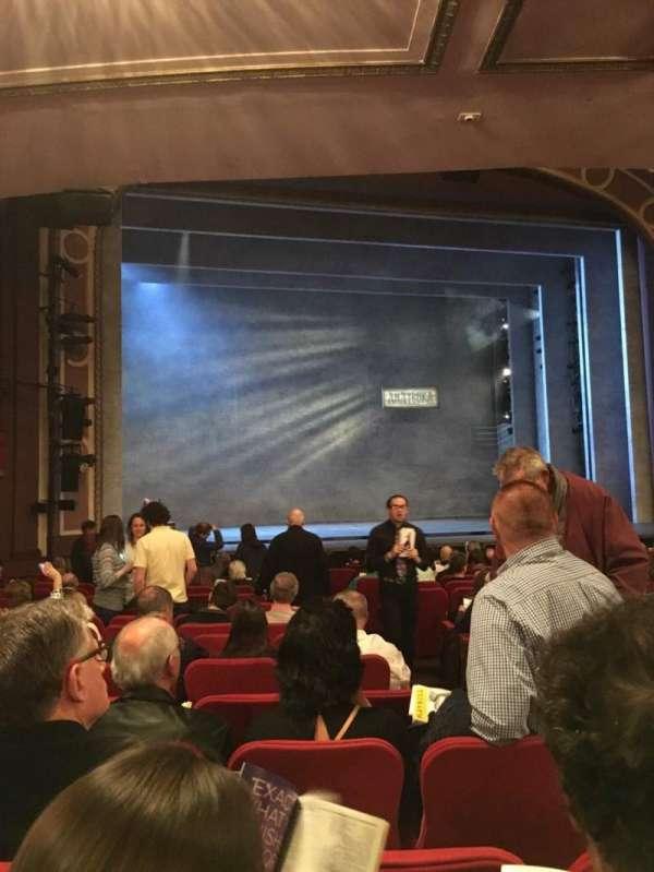 Broadway Theatre - 53rd Street, secção: Orchestra L, fila: R, lugar: 6