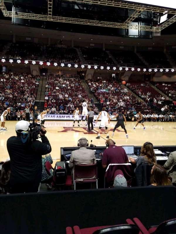 Reed Arena, secção: 105, fila: DD