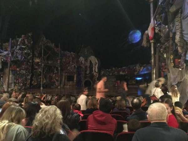 Neil Simon Theatre, secção: Orchestra R, fila: J, lugar: 14
