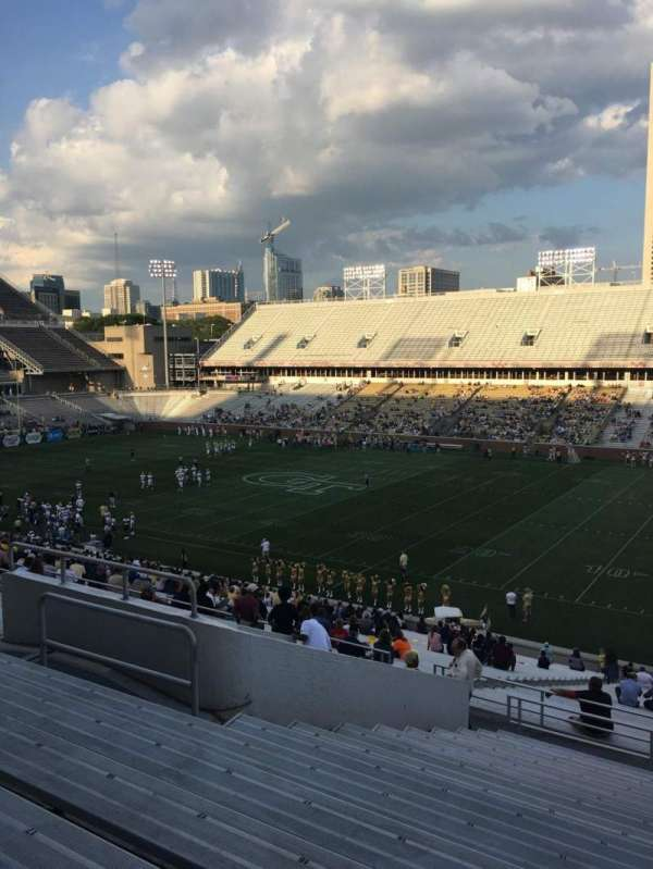 Bobby Dodd Stadium, secção: 102, fila: 44, lugar: 13