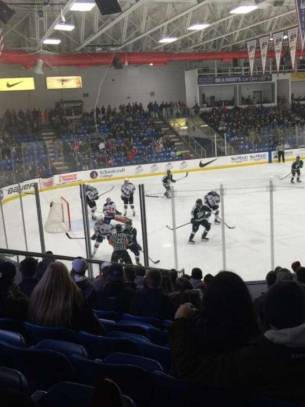 USA Hockey Arena, secção: 105, fila: N, lugar: 7