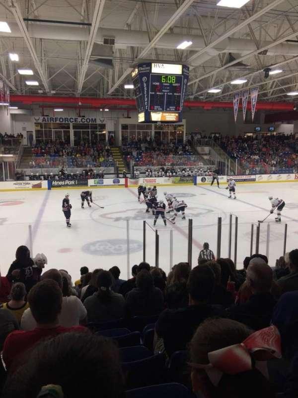 USA Hockey Arena, secção: 113, fila: M, lugar: 11