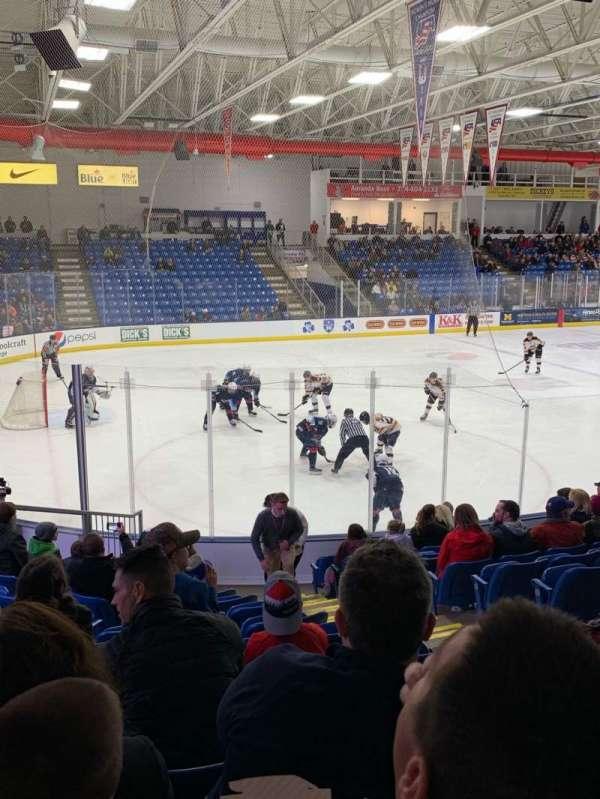 USA Hockey Arena, secção: 105, fila: N, lugar: 4