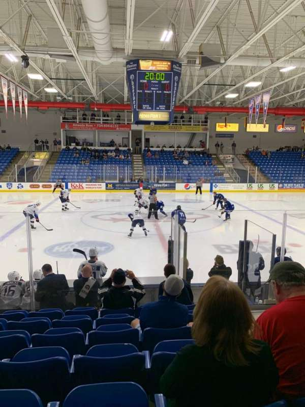 USA Hockey Arena, secção: 103, fila: K, lugar: 7