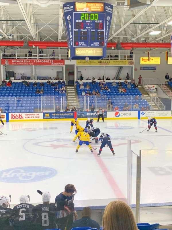 USA Hockey Arena, secção: 103, fila: K, lugar: 4