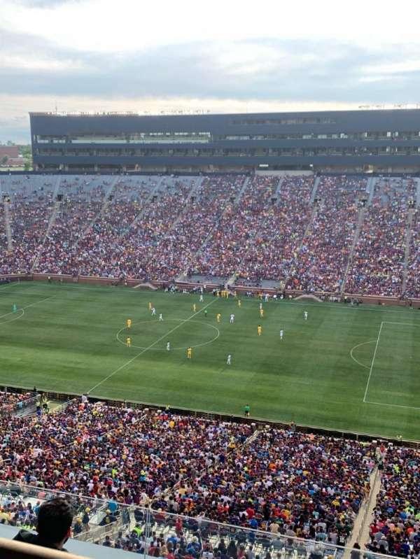 Michigan Stadium, secção: 415, fila: WC