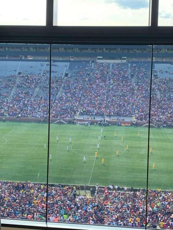 Michigan Stadium, secção: 411E, fila: 5, lugar: 2