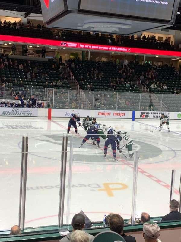 Munn Ice Arena, secção: V, fila: 9, lugar: 5
