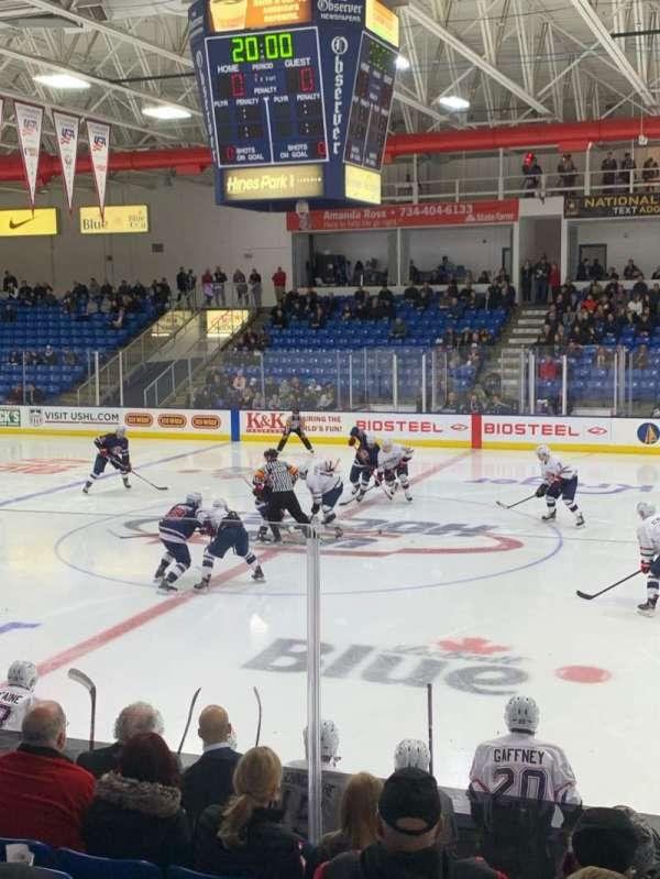 USA Hockey Arena, secção: 102, fila: K, lugar: 3