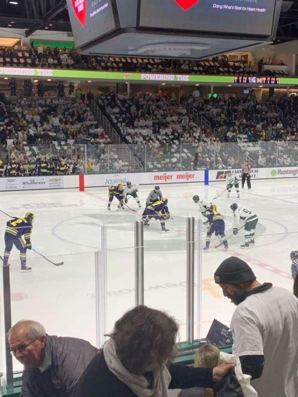 Munn Ice Arena, secção: V, fila: 9, lugar: 8