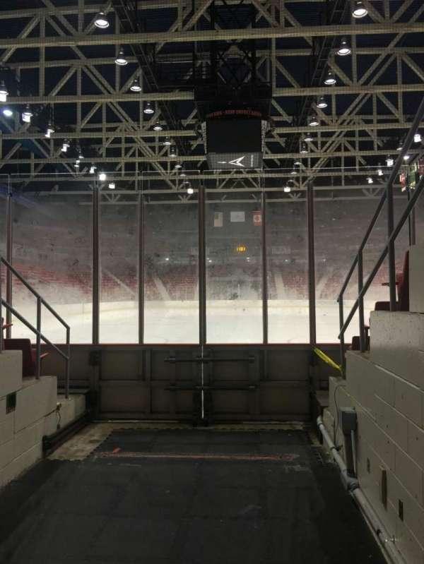 Herb Brooks Arena, secção: Zamboni Entrance, fila: Ice Level