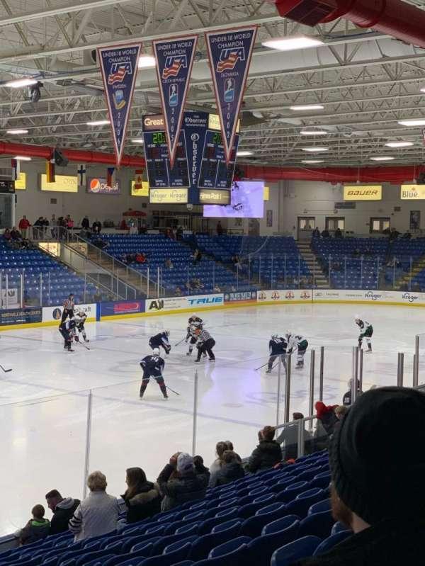 USA Hockey Arena, secção: 105, fila: N, lugar: 5
