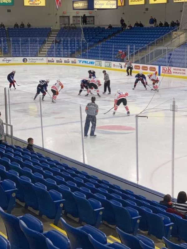 USA Hockey Arena, secção: 120, fila: N, lugar: 8