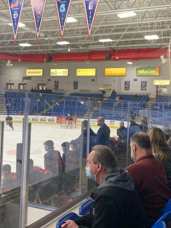 USA Hockey Arena, secção: 103, fila: F, lugar: 9