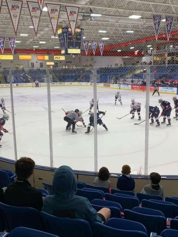 USA Hockey Arena, secção: 109, fila: H, lugar: 10