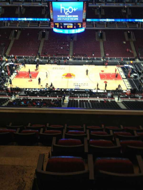 United Center, secção: 334, fila: 6, lugar: 14