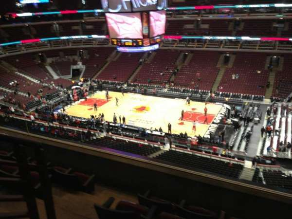 United Center, secção: 332, fila: 5, lugar: 13