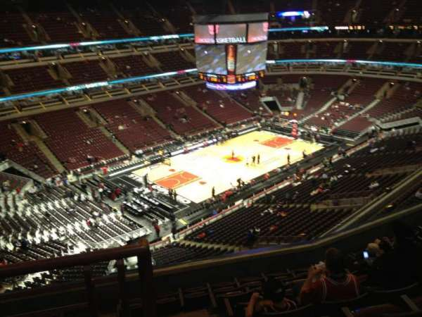 United Center, secção: 321, fila: 9, lugar: 20