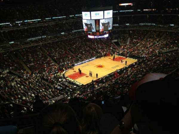 United Center, secção: 321, fila: 11, lugar: 18