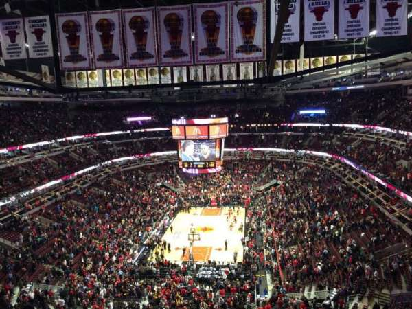 United Center, secção: 325, fila: 12, lugar: 8