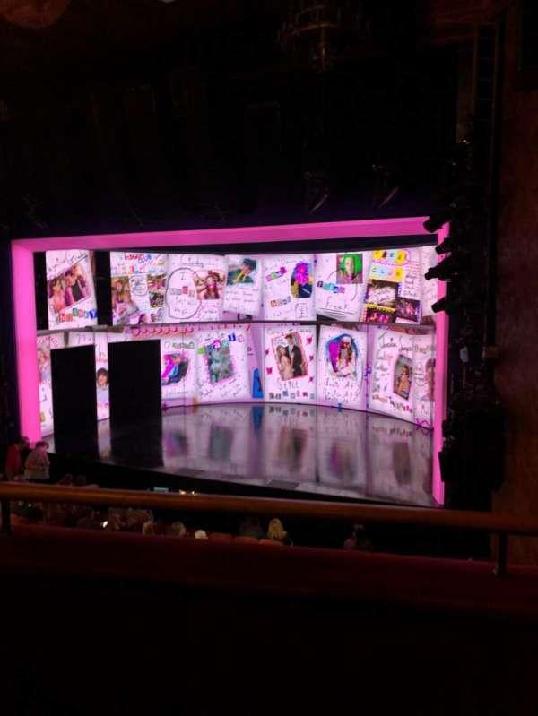 August Wilson Theatre, secção: Mezzanine R, fila: B, lugar: 14