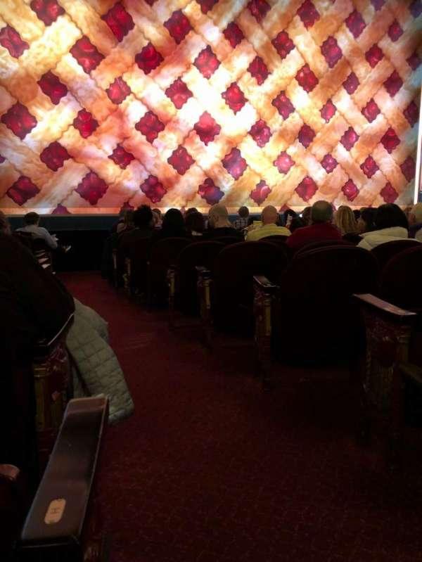 Brooks Atkinson Theatre, secção: Orchestra L, fila: J, lugar: 1
