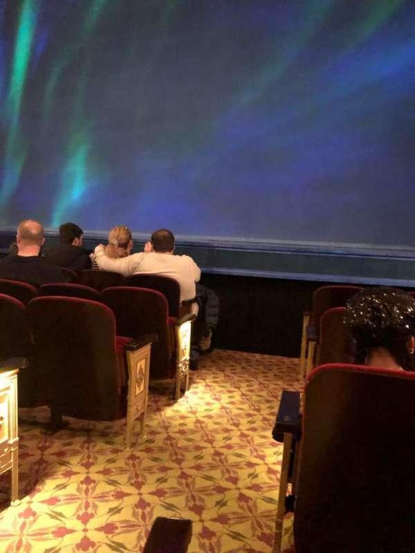 St. James Theatre, secção: Orchestra R, fila: E, lugar: 2