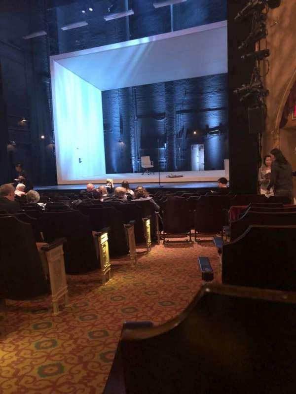 John Golden Theatre, secção: Orchestra R, fila: M, lugar: 2