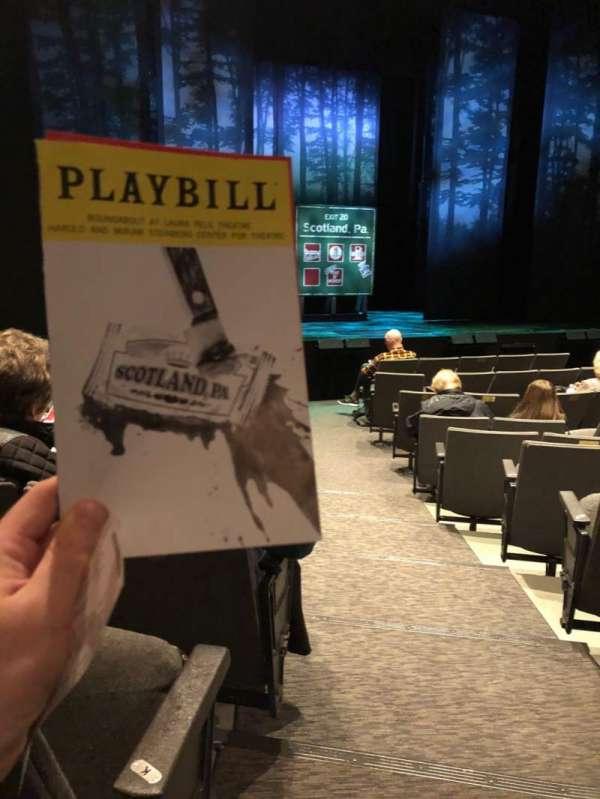 Laura Pels Theatre, secção: Orchestra L, fila: L, lugar: 1