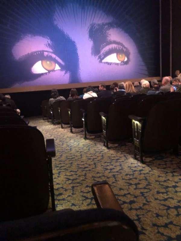 Lunt-Fontanne Theatre, secção: Orchestra L, fila: M, lugar: 1