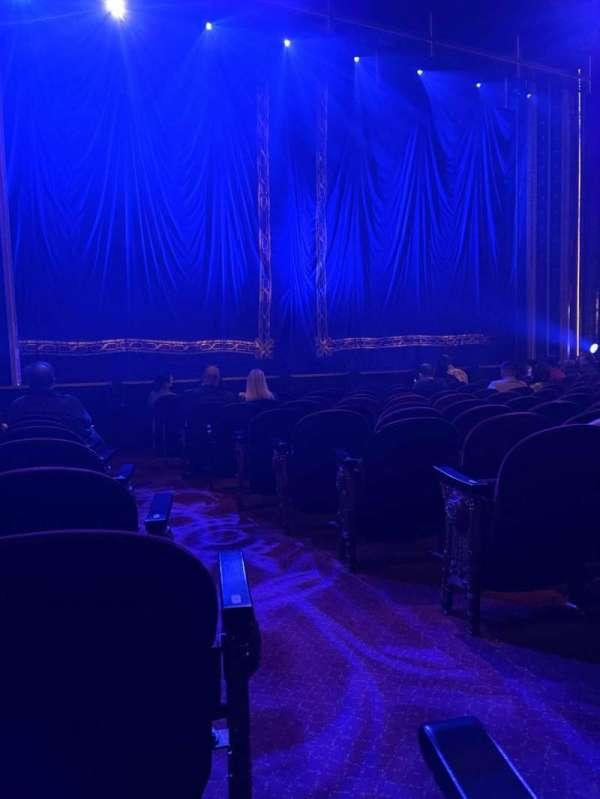 Brooks Atkinson Theatre, secção: Orchestra L, fila: K, lugar: 3