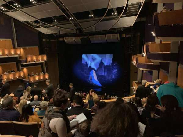 Ahmanson Theatre, secção: Mezz Right, fila: H, lugar: 1