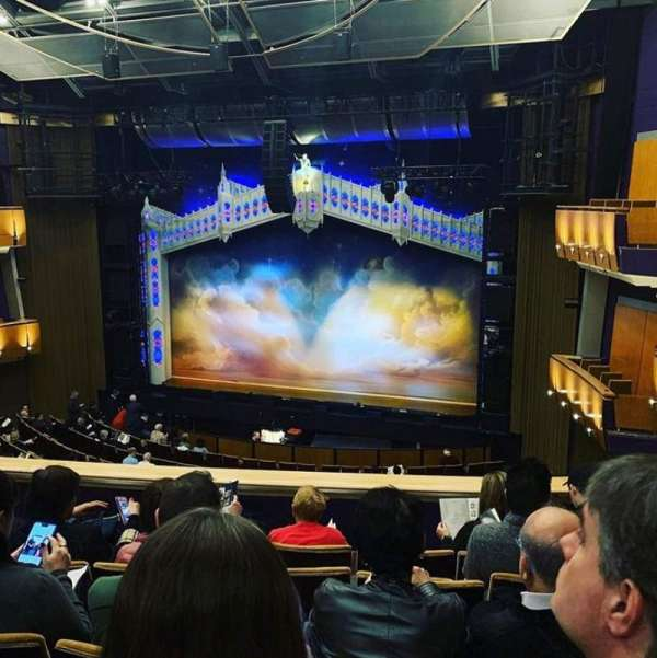 Ahmanson Theatre, secção: Mezzanine, fila: E, lugar: 13