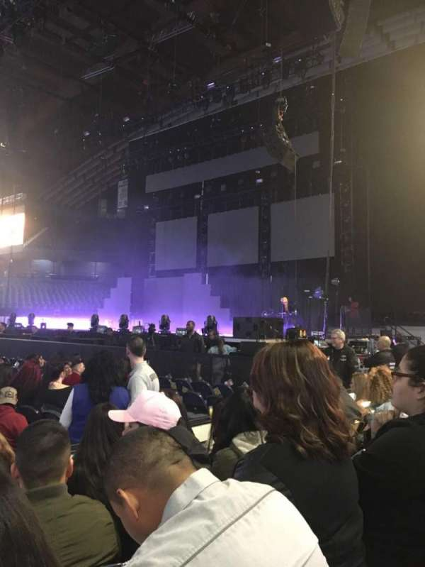 Allstate Arena, secção: 110, fila: DD, lugar: 12