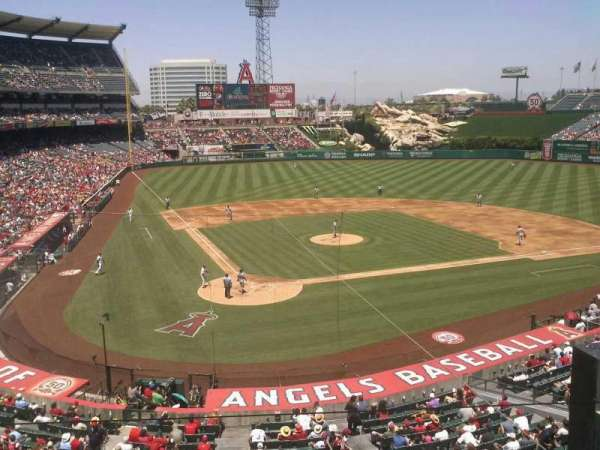Angel Stadium, secção: autry, fila: box, lugar: 12