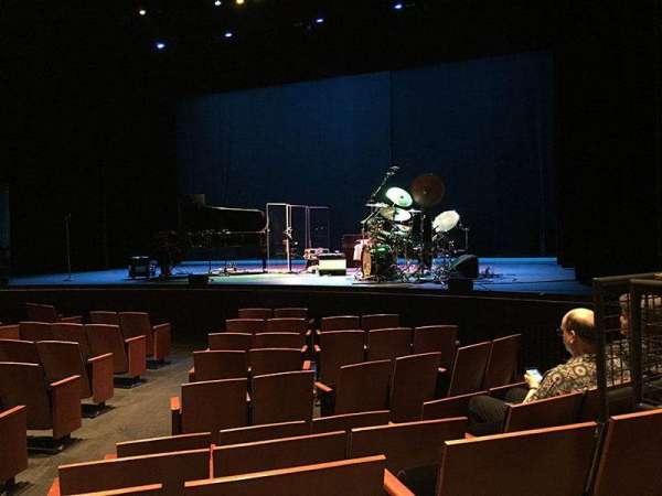 Zellerbach Theatre, secção: Premium Orchestra, fila: E, lugar: 4