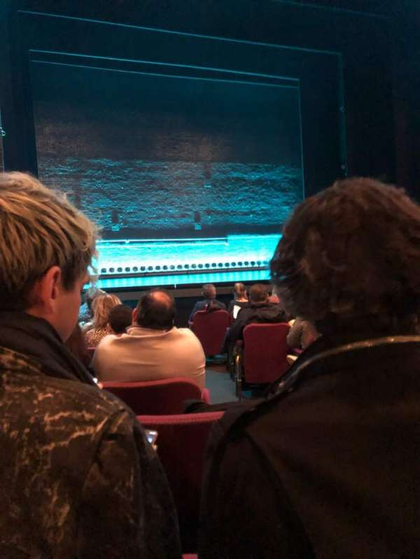 Broadhurst Theatre, secção: Orchestra L, fila: J, lugar: 3