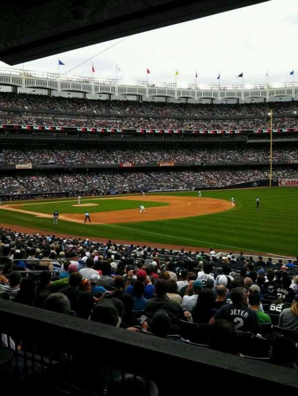 Yankee Stadium, secção: 111, fila: 27, lugar: 1
