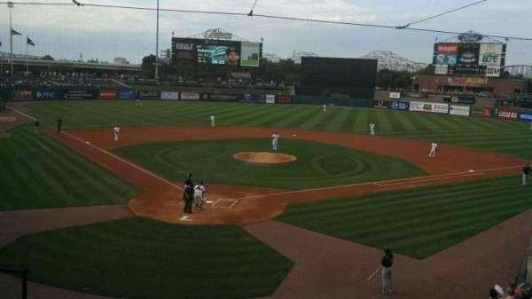 Louisville Slugger Field, secção: 214, fila: A, lugar: 6