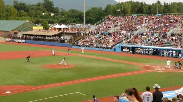 Dutchess Stadium, secção: 3rd Base line GA, fila: 8, lugar: 20